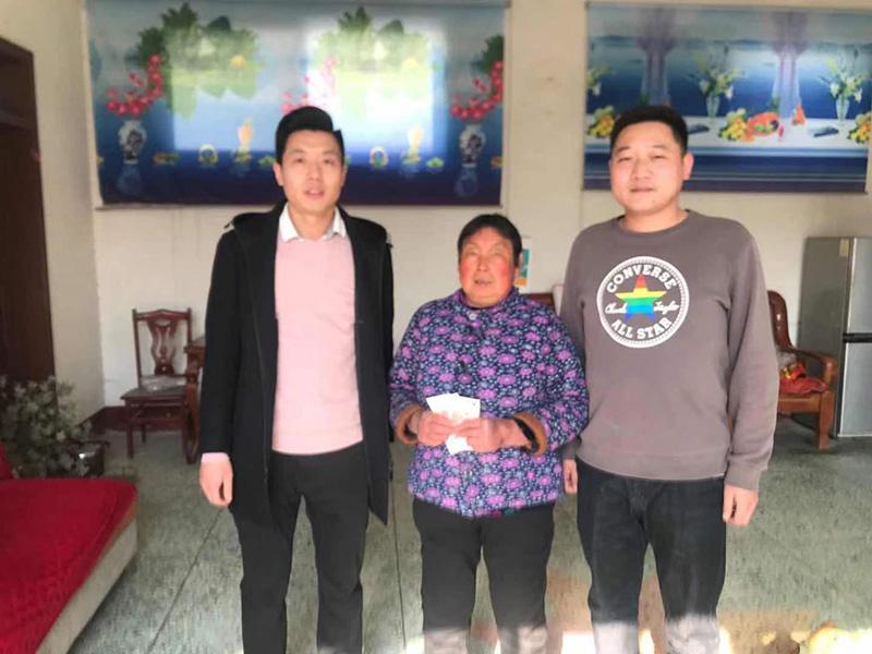 beplayer官网下载医疗南辛中村走访慰问困难群众